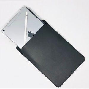 Apple iPad Pro Leather Sleeve 10.5 / 9.7 - Black